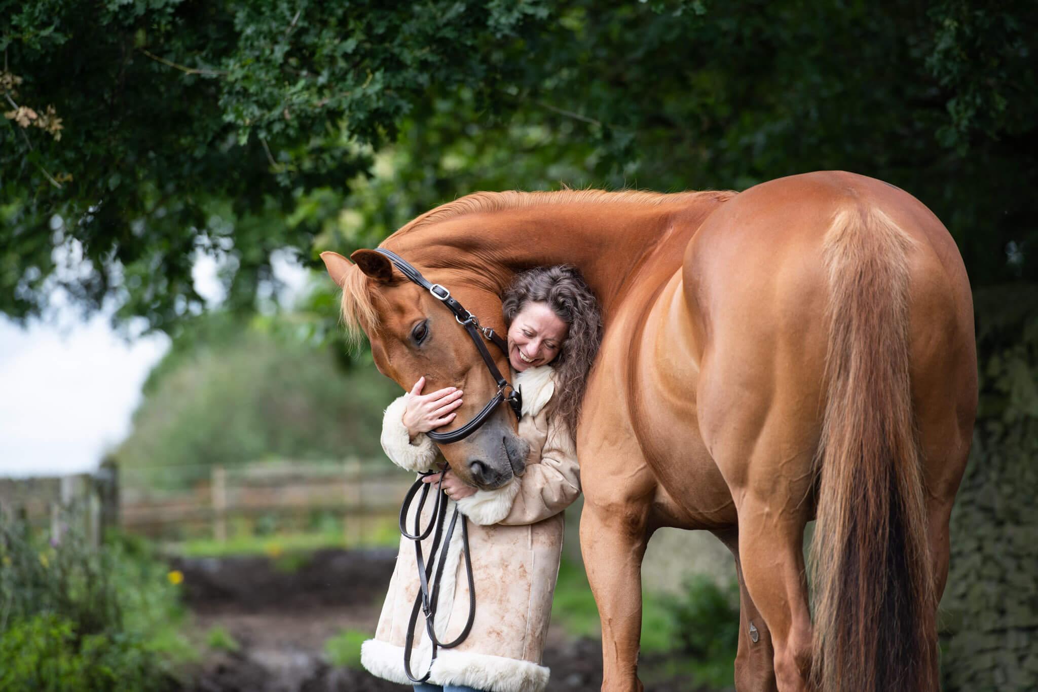 Horse-Cuddles-Photoshoot