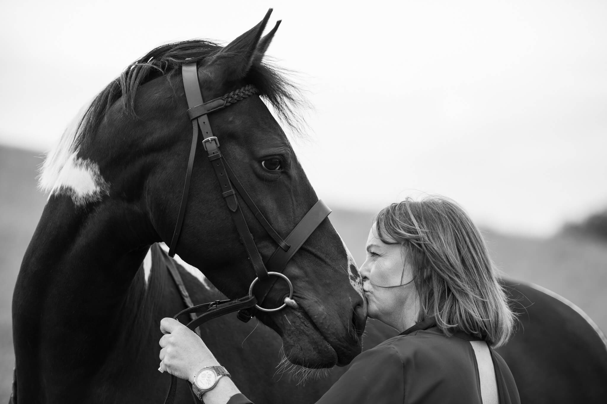Horse-Kiss-Photoshoot