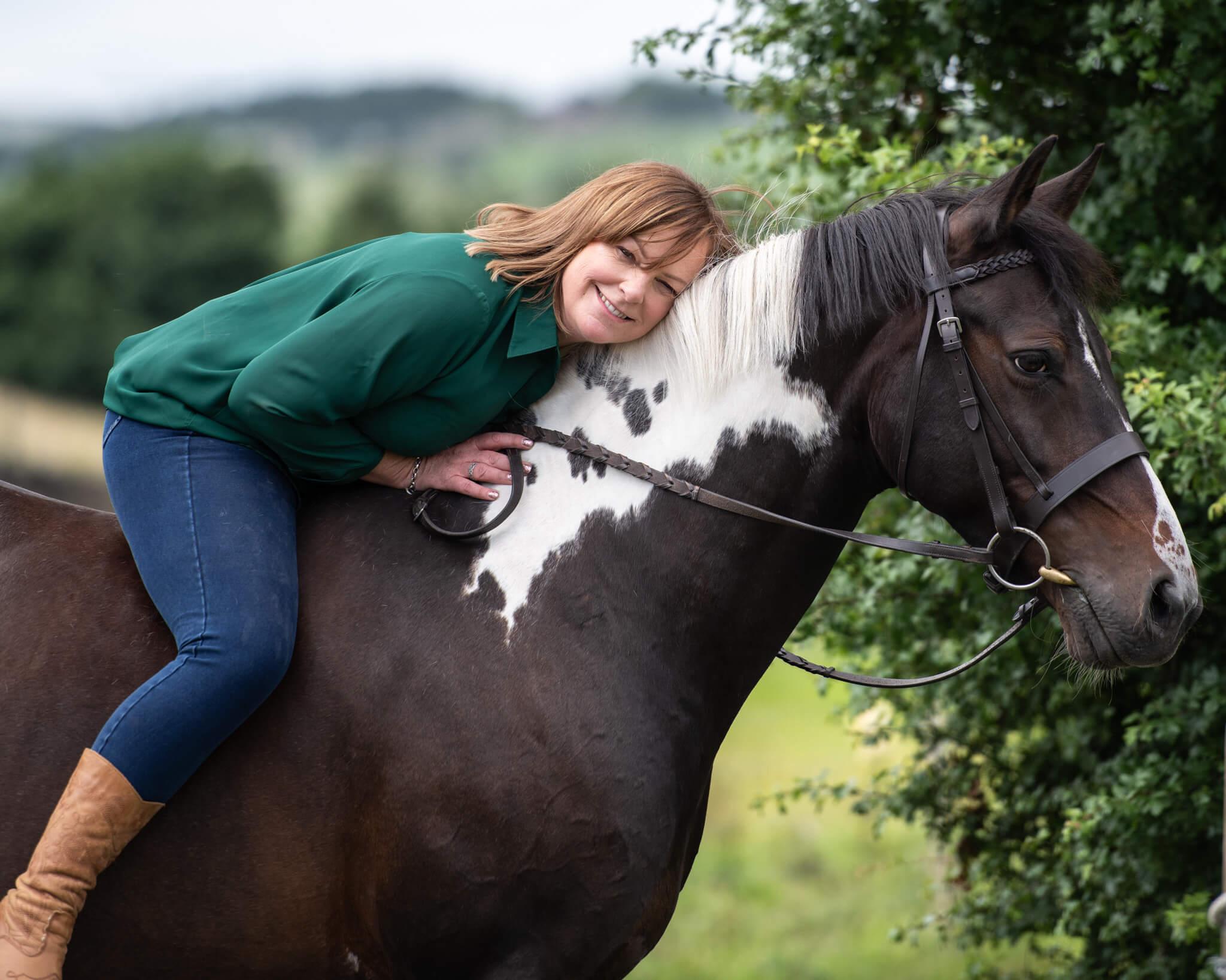 Coloured-Horse-Cuddle