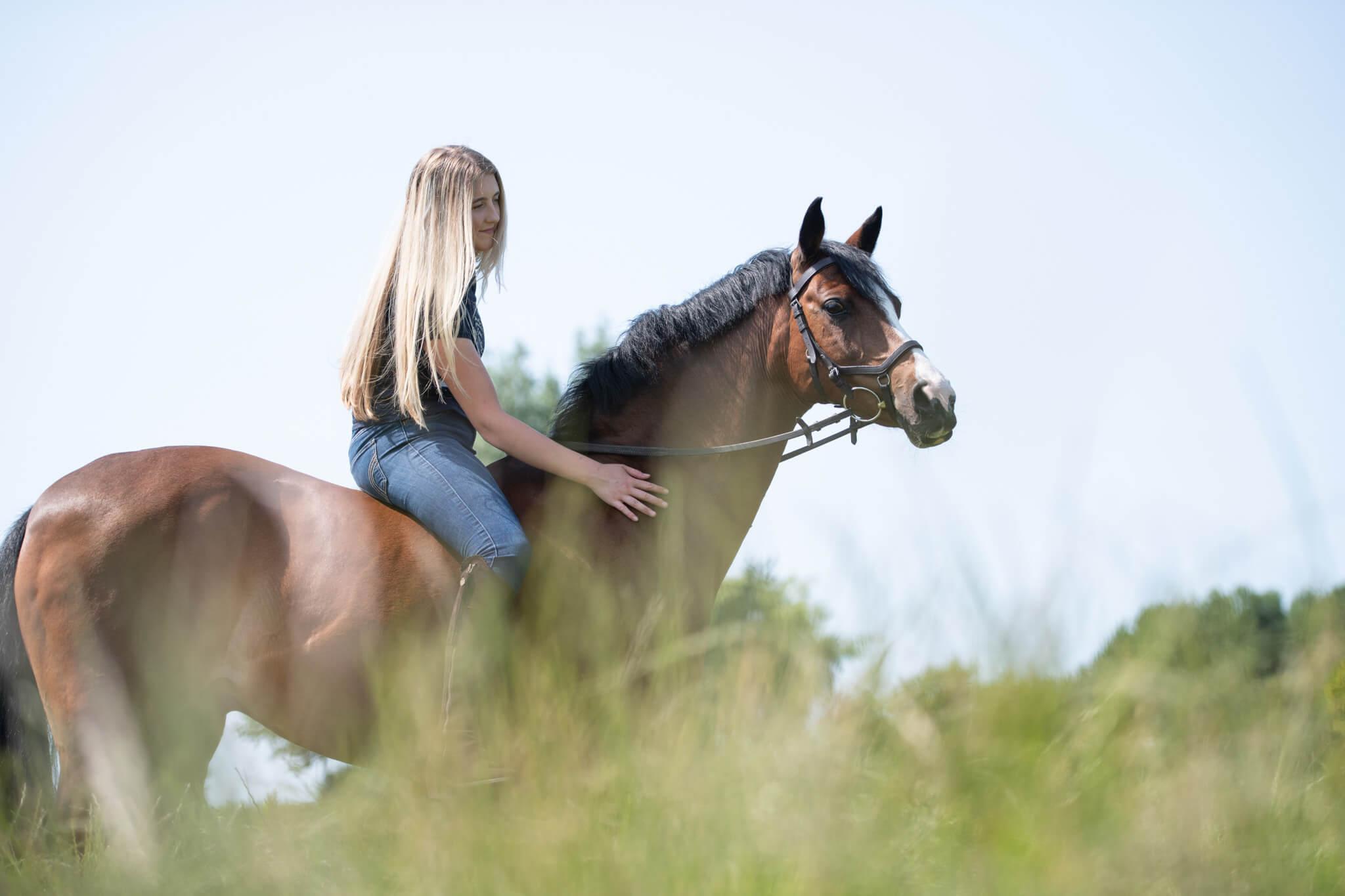 Girl-Horseriding-Bareback